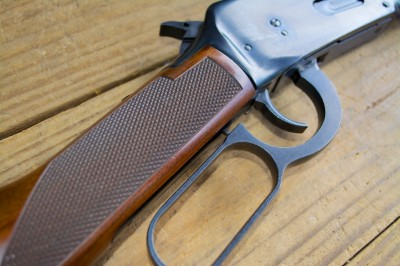The Winchester 9410 has modern safety features: a top tang safety lever and trigger stop button. You have to fully close the lever in order to fire the gun.