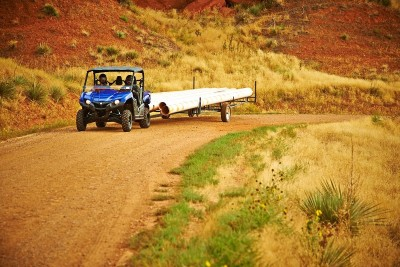 The Viking sports a steel bed with a 600-pound cargo capacity and boasts a 1,500-pound towing capability.