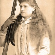 Known also as Watanya Cicilla or Little Sure Shot by audiences, Oakley wowed crowds with her shooting skills.