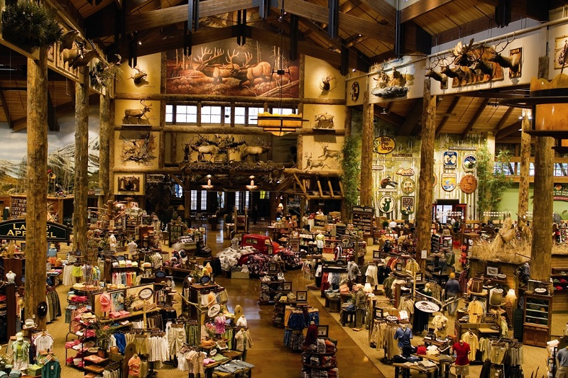 Bass pro shop opens new outdoors store feb 19 in new for Fish store colorado springs