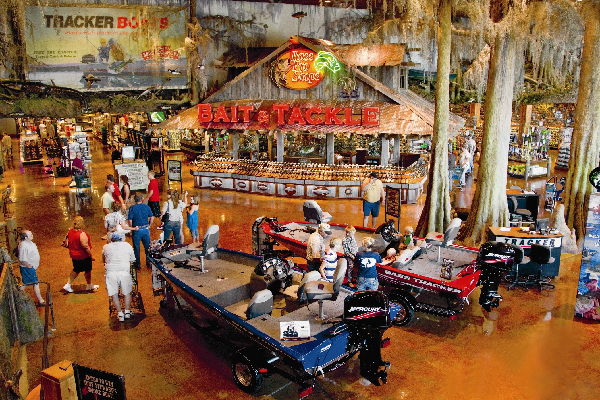 New bass pro outdoor store celebrates the best of north for Bass pro shop fishing