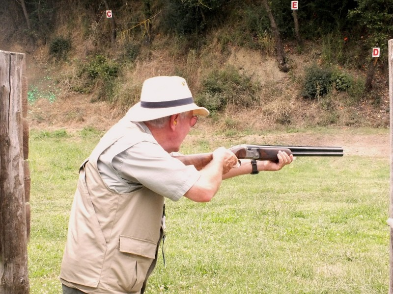 The author gets some hands-on time with the new Beretta 690 Field III over-under shotgun.