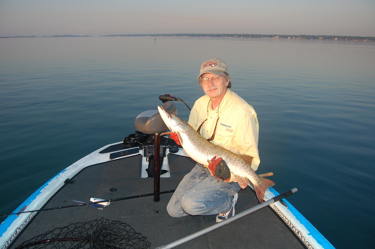 Get ready for lake st clair and detroit river muskies for Lake st clair ice fishing