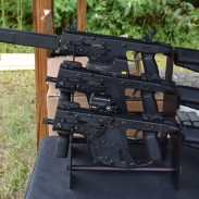 A trio of 9x19mm Kriss Vectors at Big 3 East. From front to back: select-fire submachine gun, short-barreled rifle (semiautomatic), and rifle-length CRB variant with barrel shroud.
