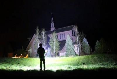 Video 90000-lumen Flashlight Turns Night into Day