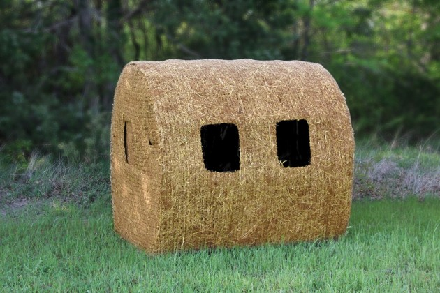The Hunters Choice Bale Blind. Image courtesy of Blind Ambition Hunting.