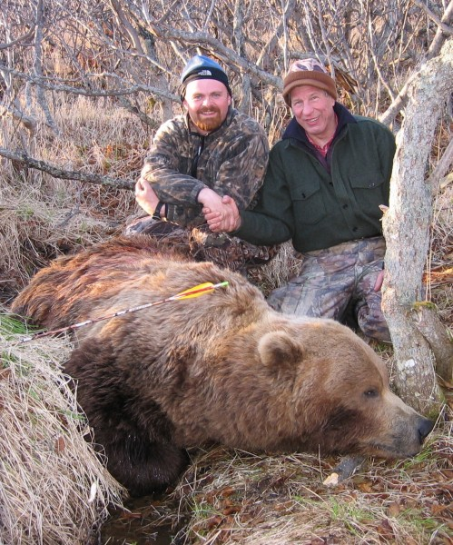 Guide Eric Umphenour (left) with the author and his record grizzly. Image courtesy of Dennis Dunn.