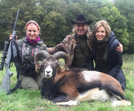 Jim Shockey with his daughter Eva (left) and wife Louise (right).