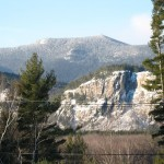 Cathedral Ledge with a dusting of snow. Image courtesy of Wwoods/Wikimedia Commons.