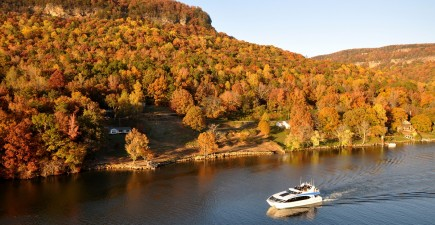 Chattanooga's Tennessee River serves up autumn scenery. Image courtesy Chattanooga Visitors Bureau.